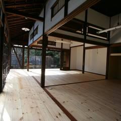 Salas multimedia de estilo asiático por 遠藤知世吉・建築設計工房