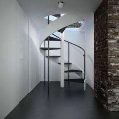 Двухэтажная квартира: Коридор и прихожая в . Автор – U-Style design studio