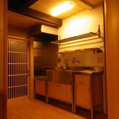 Cocinas de estilo asiático de 末川協建築設計事務所 Asiático