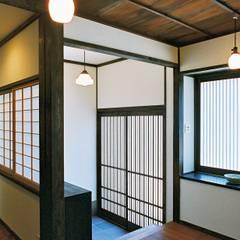 Corridor & hallway by kOGA建築設計室, Asian
