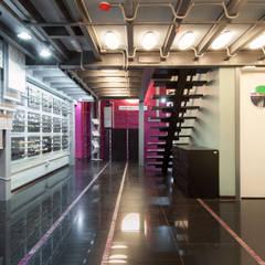 Офисно-выставочное пространство. Шоурум «ARTTEX Сoncept» и «TOSO» в Центре дизайна «Artplay»: Выставочные центры в . Автор – Бюро Акимова и Топорова