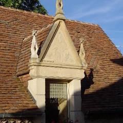 Projet Dordogne: Fenêtres de style  par Agence Inside DECO