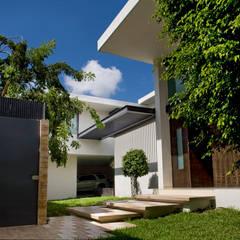 Rumah pasif oleh AIDA TRACONIS ARQUITECTOS EN MERIDA YUCATAN MEXICO