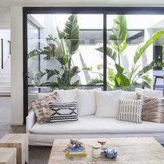 Casa Tana: Livings de estilo  por Estudio PKa. / Pessagno Kandus arquitectos,Moderno