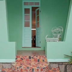 homify Balcones y terrazas de estilo ecléctico