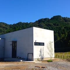 田んぼの真ん中に建つ喫茶店、coffee 5 .: 宮城雅子建築設計事務所 miyagi masako architect design office , kodomocafe が手掛けたレストランです。,ミニマル