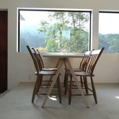 テーブルをデザインしました.: 宮城雅子建築設計事務所 miyagi masako architect design office , kodomocafe が手掛けたレストランです。