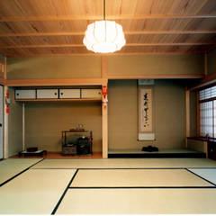 株式会社 岡﨑建築設計室: asyatik tarz tarz Multimedya Odası