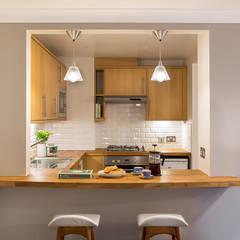 Breakfast Bar:  Kitchen by Katie Malik Interiors