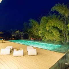 Casa Galeria: Piscinas de estilo  por Giovanni Moreno Arquitectos, Moderno