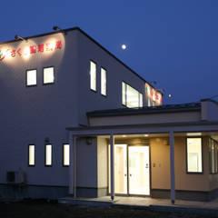 Clinics by 吉田設計+アトリエアジュール, Modern