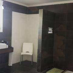 Casa en Santa Teresa - Villanueva - Tigre: Baños de estilo  por Arquitectos Building M&CC - (Marcelo Rueda, Claudio Castiglia y Claudia Rueda)