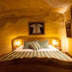 Kayakapi Premium Caves - Cappadocia – Muhittin Toker evi Öncesi ve Sonrası:  tarz Yatak Odası