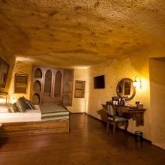 Kayakapi Premium Caves - Cappadocia – Muhittin Toker evi Öncesi ve Sonrası:  tarz Yatak Odası, Rustik