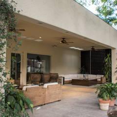Terraza jardín : Jardines de estilo  por CH Proyectos
