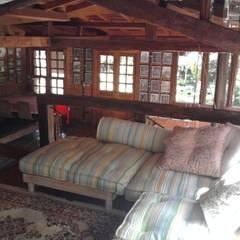 Casa Araras: Salas multimídia campestres por Fernando Menezes Arquitetura