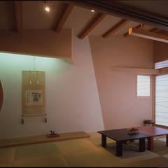 F邸/ F house: Guen BERTHEAU-SUZUKI  Co.,Ltd.が手掛けた和室です。,モダン