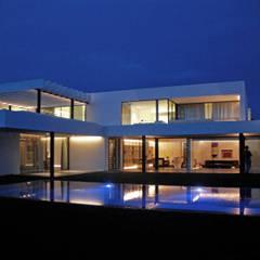 guedes cruz arquitectos:  tarz Villa
