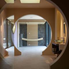 individuelle exklusive Sauna: modernes Spa von Erdmann Exklusive Saunen