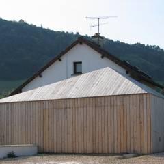 Prisme du garage: Garage / Hangar de style de style Moderne par Thierry Marco Architecture