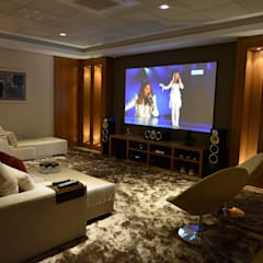 Casa Represa: Salas multimídia  por Belisa Corral - Arquitetura & Interiores,Minimalista