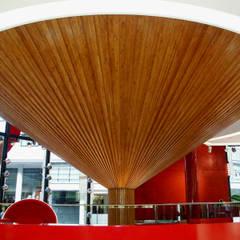 Sets de madera: Centros comerciales de estilo  de RIBA MASSANELL S.L.
