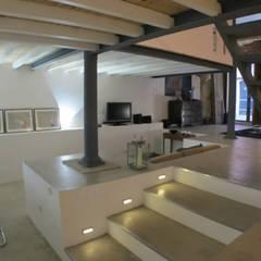Loft Story Corredores, halls e escadas industriais por DRCF Arquitectos Industrial