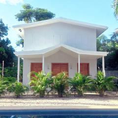 Beach cabin. Playa Avellanas, Costa Rica Kolonialny balkon, taras i weranda od 2kul INTERIOR DESIGN Kolonialny