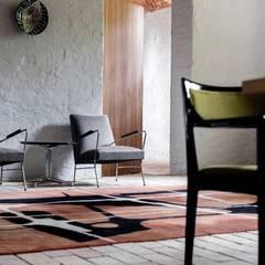 Salon  z cegłą na podłodze: styl , w kategorii Piwnica win zaprojektowany przez Loft Kolasiński