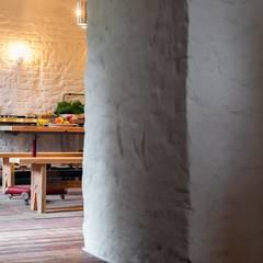 Letnie mieszkanie pod Berlinem: styl , w kategorii Jadalnia zaprojektowany przez Loft Kolasiński