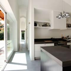 Vakantiewoning Cornelisse, Schiermonnikoog:  Keuken door De Zwarte Hond