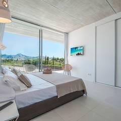 VIVIENDA UNIFAMILIAR EN BARCARÉS: Dormitorios de estilo  de MARÈS ARQUITECTURA