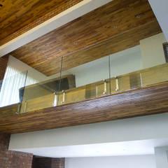 Brick House , Wardha , Nagpur, India: rustic Study/office by Mu design