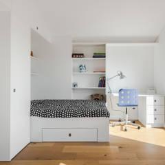 Casa Cedofeita: Quartos de criança  por Floret Arquitectura,Moderno