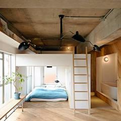 .8 HOUSE: .8 / TENHACHIが手掛けた寝室です。,インダストリアル