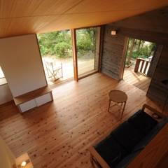 ロフトから: 加藤武志建築設計室が手掛けたリビングです。
