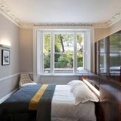 Ennismore Gardens, Knightsbridge:  Bedroom by ÜberRaum Architects