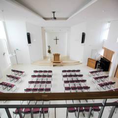 北栄キリスト教会: ホリゾン アーキテクツが手掛けたオフィススペース&店です。