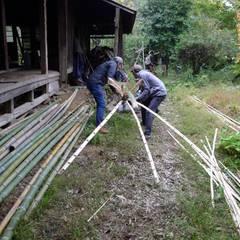 Bamboo bio toilet: 建築設計事務所 山田屋が手掛けた壁です。,