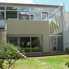 Casa Jufré | Ampliación + Remodelación.: Casas de estilo moderno por Paula Mariasch - Juana Grichener - Iris Grosserohde Arquitectura