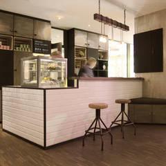 Baxpax Downtown Hostel Berlin:  Hotels von Julia Kosina                                                                                                       Interior Design & Innenarchitektur