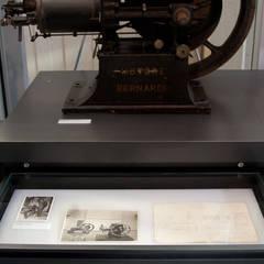 """Museo di Macchine """"Enrico Bernardi"""": Musei in stile  di AMUSE Studio Associato"""