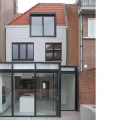 rénovation maison OC: Murs de style  par planomatic