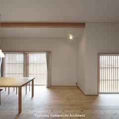 遠くを見る家~中津 6つの庭をもつ住まい~: 山道勉建築が手掛けた窓です。