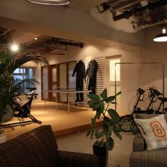 海辺のオフィス: HOUSETRAD CO.,LTDが手掛けたオフィススペース&店です。
