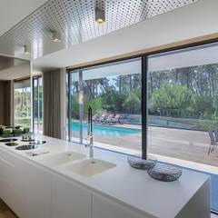 AM 2014 - Fão: Cozinhas  por INAIN Interior Design