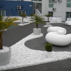 Espaço exterior de condominio fechado: Jardins  por Arqnow, Unipessoal, Lda