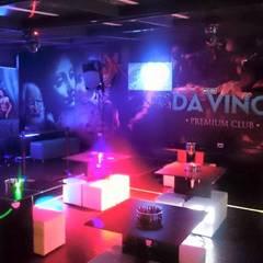 DISEÑO DE MOBILIARIO.: Bares y discotecas de estilo  por MVP arquitectos