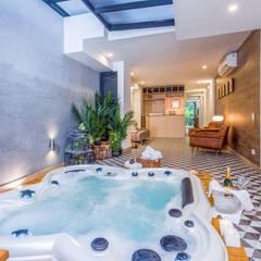 BOSQUES DE PROVENZA: Hoteles de estilo  por PLANTA BAJA ESTUDIO DE ARQUITECTURA, Ecléctico