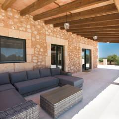 Terrace by ISLABAU constructora, Rustic